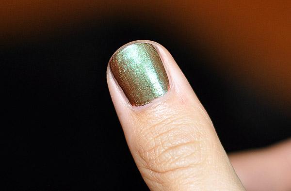 Förvandla ögonskuggor till nagellack – Stina Markan f1b505e5c04bf