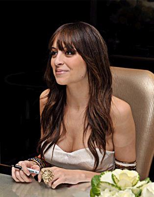 Nicole som nyfärgad brunett